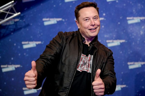 Elon Musk is using his twitter to promote Dogecoin subredit and help devs