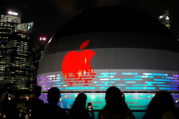 Apple suspends plans to withdraw production from China